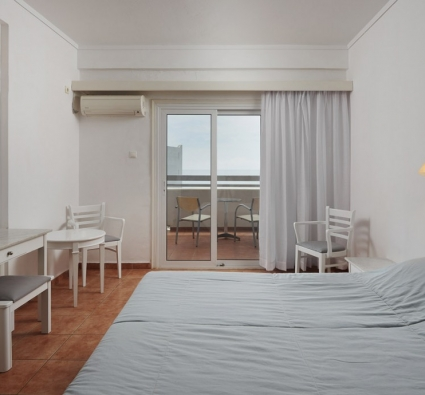 double bed room at Kykladitika