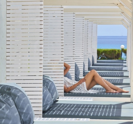 Tinos Beach Hotel day beds