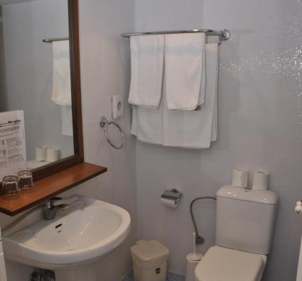 Superior side view bathroom